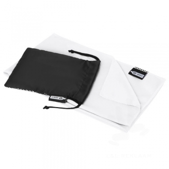 Raquel cooling towel made from recycled PET